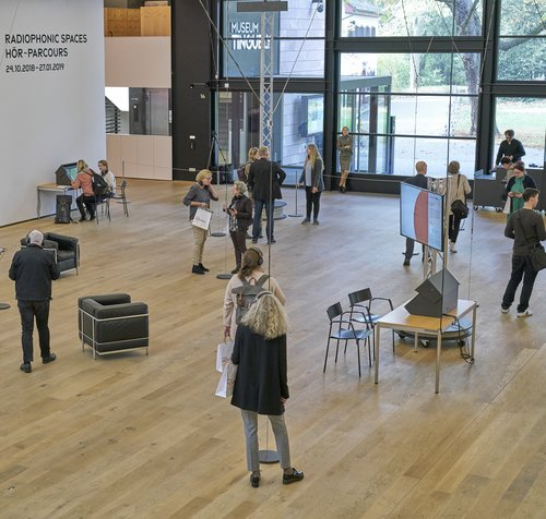 Installationsansicht »Radiophonic Spaces« im Museum Tinguely © 2018, Museum Tinguely, Basel; Foto: Daniel Spehr