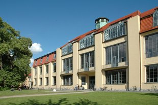 The Main Building of the Bauhaus-Universität Weimar (©Bauhaus-Universität Weimar, Foto: Nathalie Mohadjer)