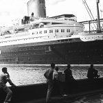 """Hapag-Fahrt nach dem Amazonas, Westindien und Nordamerika 1938. New York. Schnelldampfer """"Bremen"""" (1929) im Hafen."""