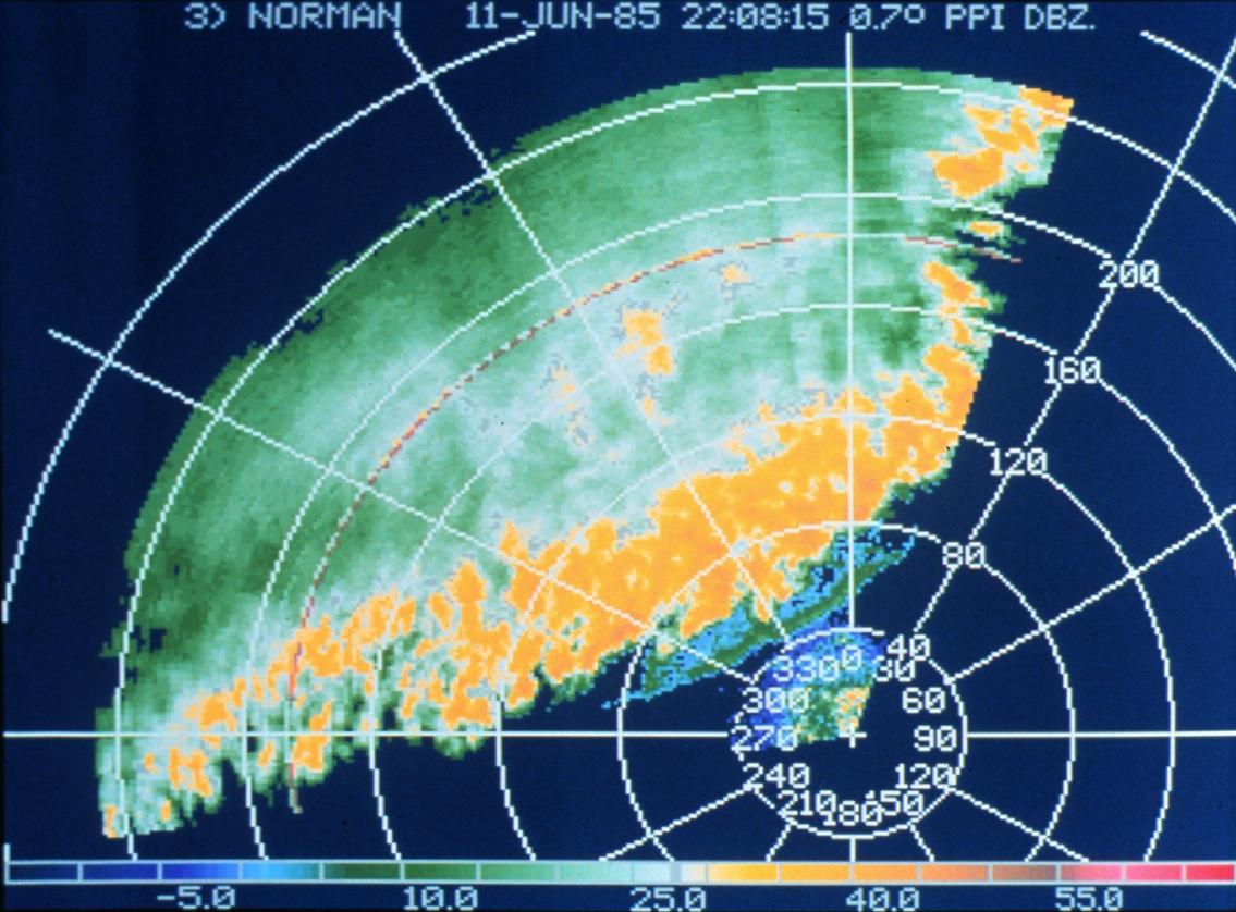 Sturmfront auf einem Doppler-Radar-Schirm.